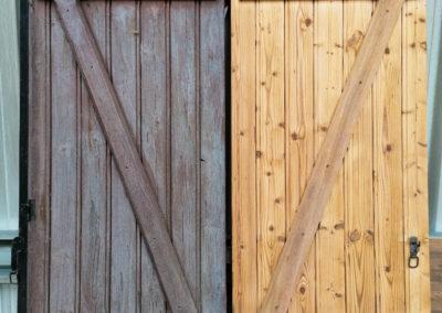 Volet en bois résineux avant et après décapage